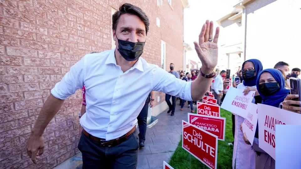 Trudeau hammers rival on last day of campaign