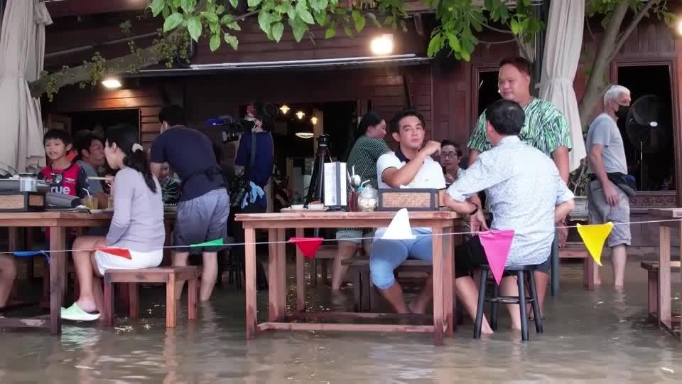 Flood waters didn't stop this Thai BBQ restaurant