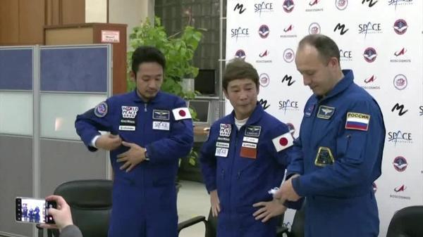 ISS滞在目指す実業家の前澤氏が会見「不安はない」(字幕・15日)