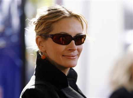 Julia Roberts Sold On Love Story Reuters