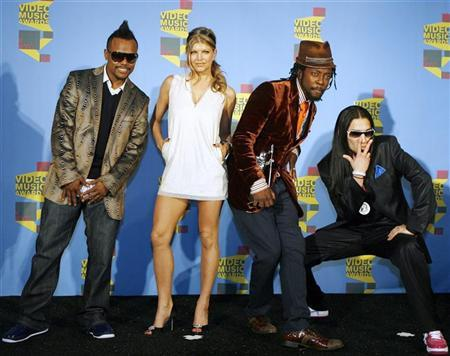 File photo shows members of The Black Eyed Peas (L-R) Apl.de.ap, Fergie, Will.i.am and Taboo posing with the award they won for Best Hip Hop Video for ''My Humps'' at the 2006 MTV Video Music Awards in New York August 31, 2006. A hard-hitting documentary on hip-hop that asks why it often shows black men as violent sex-addicts who abuse woman is sparking debate among a generation of young people raised on rap videos. REUTERS/Lucas Jackson