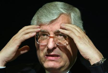 Sanofi-Aventis Chairman Jean-Francois Dehecq addresses a press conference in Paris in this April 26, 2004 file photo. Dehecq favors a deal to acquire U.S. rival Bristol-Myers Squibb Co., while his chief executive emphasizes the need to focus on internal research and development, the Times reported on Tuesday. REUTERS/Jack Dabaghian