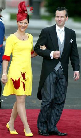 7月24日、ノルウェーのマッタ・ルイーセ王女(左)が、自分には天使と話す特別な力があると表明。写真は2004年5月撮影(2007年 ロイター/Andrea Comas)