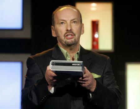 7月26日、米マイクロソフトはXbox360HD DVDプレーヤーの米国での販売価格を179ドルに引き下げると発表。写真は、昨年5月に撮影した同社製品(2007年 ロイター/Fred Prouser)
