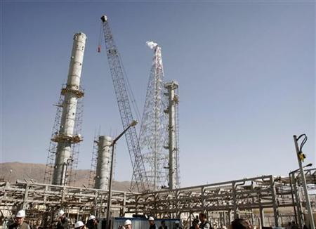 A view of the Arak heavy water production facility in central Iran, 223 miles south west of Tehran, in an October 27, 2004 file photo. U.N. inspectors visited Iran's Arak heavy-water reactor site on Monday, the first such trip since April in a show of Iranian nuclear transparency meant to ward off harsher U.N. sanctions. REUTERS/Fars News