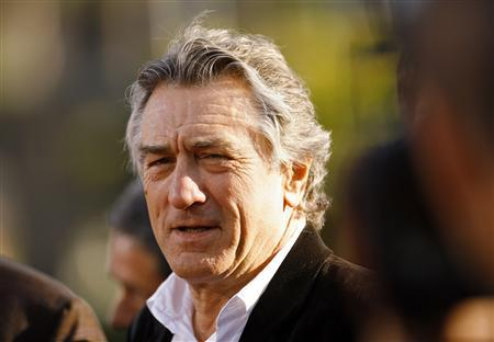 Cast member Robert De Niro attends the premiere of ''Stardust'' at Paramount studios in Hollywood, California July 29, 2007. Two former waiters employed by a Manhattan restaurant chain partly owned by De Niro sued it over wages on Thursday in the latest legal battle involving celebrity-owned New York establishments. REUTERS/Mario Anzuoni