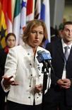 <p>A ministra de Relações Exteriores de Israel, Tzipi Livni, fala com a imprensa do lado de fora da câmara do Conselho de Segurança nas Nações Unidas, em Nova York. O mundo árabe deveria estar apoiando -- e não impondo condições -- para o novo esforço de paz no Oriente Médio, disse à Assembléia Geral da ONU a ministra das Relações Exteriores de Israel, Tzipi Livni. Photo by Reuters (Handout)</p>