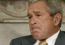 <p>O presidente norte-americano, George W. Bush, durante fala sobre torturas e economia no Salão Oval da Casa Branca, em Washington. Bush defendeu o uso pela CIA de prisões secretas no exterior para interrogar suspeitos de terrorismo e declarou que os Estados Unidos não se valem de tortura. Photo by Jason Reed</p>