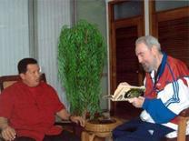 <p>Cuba revelou no domingo duas fotografias do líder cubano, Fidel Castro, relativamente recuperado de seus problemas de saúde, em que é visto durante uma reunião com o presidente da Venezuela, Hugo Chávez. Photo by Reuters (Handout)</p>