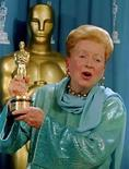<p>La actriz escocesa Deborah Kerr, conocida por su interpretación de una esposa adúltera, junto a Burt Lancaster, en la película de 1953 'De aquí a la eternidad' murió a los 86 años. 'Murió el martes', dijo el jueves su agente Anne Hutton. Photo by Blake Sell/Reuters</p>