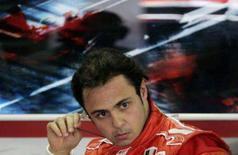 <p>Felipe Massa garantiu a pole position para o Grande Prêmio do Brasil pelo segundo ano seguido, neste sábado, e vai largar à frente dos três pilotos que disputam o título mundial da Fórmula 1, após cravar 1min11s931. Foto de Massa após sair da pista em Interlagos, 20 de outubro. Photo by Bruno Domingos</p>