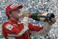 <p>Piloto da Ferrari Kimi Raikkonen comemora a vitória no GP Brasil e a conquista do campeonato mundial de Fórmula 1, no domingo, no circuito de Interlagos, em São Paulo. Photo by Paulo Whitaker</p>