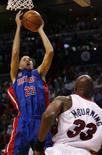 <p>Tayshaun Prince, do Detroit Pistons, salta para cesta contra Miami Heat, em 1o de novembro de 2007. Prince bateu um recorde pessoal e ajudou os Pistons a vencer por 91 a 80 ao marcar sozinho 34 pontos na quinta-feira. Photo by Hans Deryk</p>
