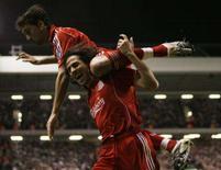 <p>Yossi Benayoun (acima) e Alvaro Arbeloa celembram gol em Liverpool, Inglaterra, 6 de nomvebro. O israelense Benayoun marcou três gols para ajudar o Liverpool a manter vivas as esperanças de se classificar para a fase eliminatória desta temporada ao golear o Besiktas por 8 x 0. Photo by Phil Noble</p>