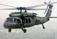 <p>Um helicóptero Blackhawk do exército dos EUA sobrevoa Bagdá, em outubro. Um helicóptero Blackhawk norte-americano caiu na quinta-feira no norte da Itália com 10 pessoas a bordo, deixando quatro mortos e seis feridos, informou um bombeiro local. Photo by Fabrizio Bensch</p>