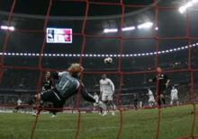 <p>Goleiro do Bayern de Munique Oliver Kahn leva um gol no empate da equipe por 2 x 2 com o Bolton Wanderers, em Munique, pela Copa da Uefa, na quinta-feira. Photo by Michaela Rehle</p>