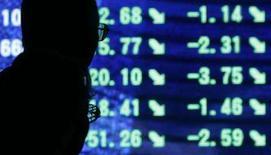 <p>As bolsas de valores da Ásia encerraram a quarta-feira em alta, depois que investidores aproveitaram a recente queda acentuada das ações de instituições financeiras para comprar papéis do setor. Enquanto isso, um iene mais fraco impulsionou ações de companhias exportadoras como a Canon. Photo by Toru Hanai</p>