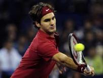 <p>Tenista número um do mundo Roger Federer devolve uma bola em partida contra o norte-americano Andy Roddick na Masters Cup de Xangai. Photo by Nir Elias</p>