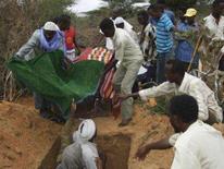 <p>Combates entre insurgentes e tropas aliadas da Somália e da Etiópia mataram 469 pessoas em Mogadíscio desde o início de outubro, afirmou neste sábado, um grupo de direitos humanos local que acompanha a violência. Photo by Reuters</p>