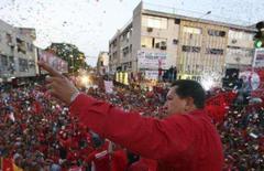 <p>O presidente venezuelano Hugo Chávez, durante campanha em Maturin. Chávez disse na sexta-feira que a Espanha pode pôr fim à escalada de uma disputa que ameaça bilhões de dólares em investimentos se o rei espanhol se desculpar por tê-lo mandado se calar durante a cúpula Ibero-Americana. Photo by Reuters (Handout)</p>