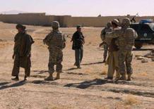 <p>Soldados norte-americanos na província de Ghanzi, Afeganistão. As forças de coalizão lideradas pelos Estados Unidos mataram 23 militantes durante uma operação de busca de armas no sul do Afeganistão, afirmaram militares norte-americanos neste sábado. Photo by Stringer</p>