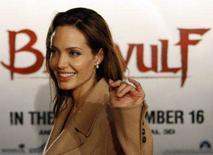 <p>A atriz Angelina Jolie na estréia de 'Beowulf' na Califórnia. O épico 'A Lenda de Beowulf' estreou no 1o lugar das bilheterias norte-americanas no fim de semana e introduziu uma era nova, na medida em que quase metade de suas vendas veio de cinemas com 3-D. 16 de novembro. Photo by Mario Anzuoni</p>
