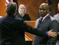 <p>O ex-campeão mundial de boxe dos peso pesados Mike Tyson, que confessou em setembro ser culpado de posse de droga e dirigir sob efeito de entorpecentes, foi condenado a 10 dias de prisão mas cumprirá apenas um. Foto na corte em Mesa, Arizona, 19 de novembro. Photo by Pool</p>