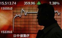 <p>As bolsas de valores da Ásia fecharam em alta nesta quinta-feira, incentivadas por comentários de um alto representante do Federal Reserve que motivaram expectativas de corte de juro nos Estados Unidos para apoiar a economia do país. Photo by Toru Hanai</p>
