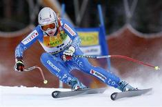 <p>Switzerland's Martina Schild makes a turn as she wins the Women's World Cup Super-G race in Lake Louise, Alberta December 2, 2007. REUTERS/Mike Blake</p>
