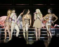 <p>As Spice Girls durante show em Vancouver, dia 2 de dezembro. A banda britânica Spice Girls iniciou sua turnê mundial com um visual mais sofisticado do que tinha nos anos 1990, quando o quinteto estreou no mundo pop. Photo by Lyle Stafford</p>