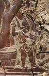 <p>Un pezzo del trono rinvenuto a Ercolano. REUTERS/Ho New</p>