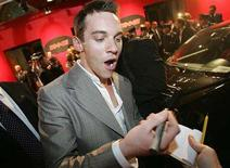 """<p>Jonathan Rhys Meyers signs autographs at the world premiere of his latest movie """"Mission: Impossible III"""" in Rome April 24, 2006. REUTERS/Dario Pignatelli</p>"""