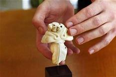 <p>The 5,000 year-old Guennol Lioness is seen in New York, November 28, 2007. Sotheby's auctioned the tiny, ancient Mesopotamian sculpture for $57 million on Wednesday, a record sum for any sculpture or antiquity sold at auction. REUTERS/Jacob Silberberg</p>