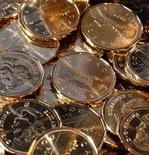 <p>Newly pressed Canadian one dollar coins, also know as loonies, at the Royal Canadian Mint in Winnipeg on November 14, 2007. REUTERS/Fred Greenslade</p>