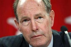 <p>Bank of Canada Governor David Dodge listens to a question during a news conference in Ottawa October 18, 2007. REUTERS/Chris Wattie</p>