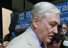 <p>Conrad Black leaves the Dirksen Federal courthouse in Chicago, August 1, 2007. REUTERS/John Gress</p>