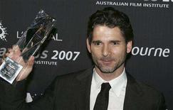 <p>Actor Eric Bana poses with his award for Best Lead Actor at the Australian Film Institute Awards at the Exhibition Buildings in Melbourne, December 6, 2007. REUTERS/Stuart Milligan</p>