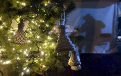 <p>A Christmas tree decorated with angels sits outside the court house in New Westminster, British Columbia where the jury in the trial of accused serial killer Robert Pickton are deliberating December 7, 2007. REUTERS/Andy Clark</p>