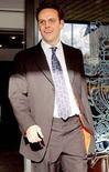 <p>Возглавляющий BSkyB сын магната Руперта Мердока Джеймс общается с журналистами в Лондоне 14 ноября 2007 года. Сын известного магната Руперта Мердока Джеймс возглавит европейский и азиатский филиалы компании News Corp., принадлежащей его отцу, говорится в заявлении News Corp. (REUTERS/David Bebber)</p>