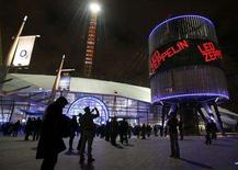 <p>Fans arrive at the O2 Arena venue in south east London, December 10, 2007. REUTERS/Toby Melville</p>