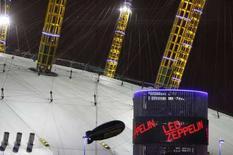 <p>L'esterno della O2 Arena di Londra dove ieri si sono esibiti i Led Zeppelin REUTERS/Toby Melville</p>