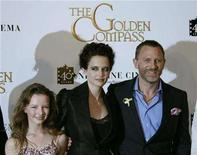 "<p>Cast members, from L-R, Dakota Blue Richards, French actress Eva Green and British actor Daniel Craig pose during a photocall for U.S. director Chris Weitz's film ""The Golden Compass"" at the 60th Cannes Film Festival May 21, 2007. REUTERS/Yves Herman</p>"