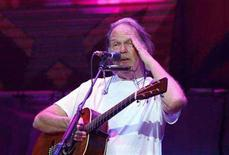 """<p>Musician Neil Young performs during the 2007 """"Farm Aid"""" concert in New York September 9, 2007. REUTERS/Lucas Jackson</p>"""