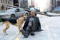 "<p>Will Smith in a scene from ""I Am Legend"" in an image courtesy of Warner Bros. Pictures. REUTERS/Handout</p>"