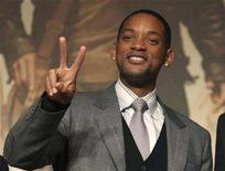 """<p>Actor Will Smith poses at a news conference to promote his film """"I Am Legend"""" in Tokyo, December 4, 2007. The film took first place at the weekend box office in North America. REUTERS/Kim Kyung-Hoon</p>"""