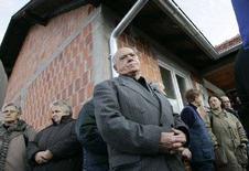 <p>Сербские беженцы, вернувшиеся в город Косово-Поле в крае Косово, 12 декабря 2007 года. Сербский президент надеется, что Россия, Китай и некоторые другие члены Совбеза ООН поддержат идею новых переговоров о статусе Косова, хотя Запад уверен, что все способы найти компромисс исчерпаны. (REUTERS/Hazir Reka)</p>