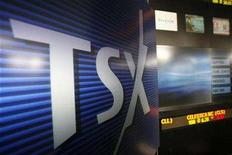 <p>A Toronto Stock Exchange (TSX) logo is seen in Toronto November 9, 2007. Toronto stocks were more than 100 points lower on Monday morning due to weaker commodity prices and worries about the global economic outlook. REUTERS/Mark Blinch</p>
