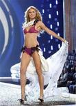 <p>Model Heidi Klum walks the runway at the Victoria's Secret Fashion Show 2007 in Hollywood, California November 15, 2007. Luxury jeweler Van Cleef and Arpels sued German supermodel and television star Heidi Klum's company on Friday, claiming she copied a vintage clover jewelry design. REUTERS/Mario Anzuoni</p>