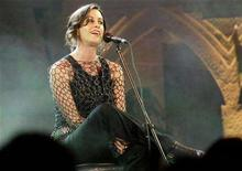 <p>Canadian rock star Alanis Morissette performs during an MTV Awards function in Bombay December 10, 2004. REUTERS/Punit Paranjpe PP/SH</p>