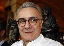 <p>Una immagine di archivio dello chef francese Alain Ducasse REUTERS/Eric Gaillard</p>
